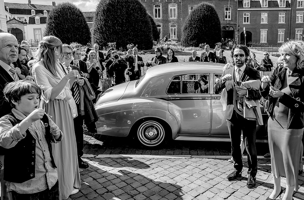 fotodesign ilona voss fotografie hochzeit wedding holland kirche schloß brautpaar shooting fotos auto rolls royce schloß benrath maastricht